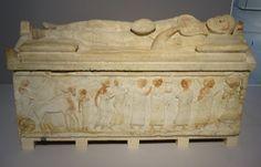 Les_Étrusques_et_la_Méditerranée Cité_du_Vatican,_musée_grégorien_étrusque (Sarcophage_du_Magistrat)...