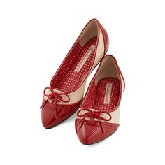 Bait Footwear Vintage Inspired Candy Apple Sweet Flat (505 MXN) ❤ liked on Polyvore featuring shoes, flats, shoes-flats, ballet flat, flat, red, red patent leather flats, red pointy flats, red patent flats and ballet shoes