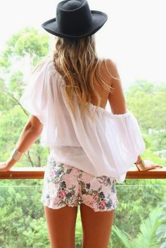 How to Chic: FLORAL SHORTS
