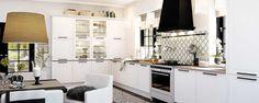 Romanttinen keittiö, jossa on tilaa kodikkuudelle