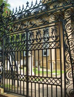 Phillip Simmons gate, began iron work in Charleston in 1938 Home Fencing, Garden Fencing, Town And Country, Low Country, Beautiful Architecture, Architecture Details, Charleston Style, Isle Of Palms, Wrought Iron Gates