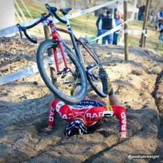 Bike-Brothers Dat beetje zand in men bakkes oké maar, kak m'n voet.... zit nog vast... !