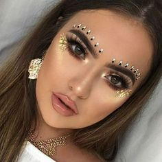 Zoom in on the most beautiful make-up for a festival # beauty . Zoom in on the most beautiful make-up for a festival # beauty . Festival Looks, Festival Make Up, Festival Style, Festival Face Jewels, Makeup Trends, Makeup Inspo, Makeup Inspiration, Beauty Makeup, Makeup Ideas