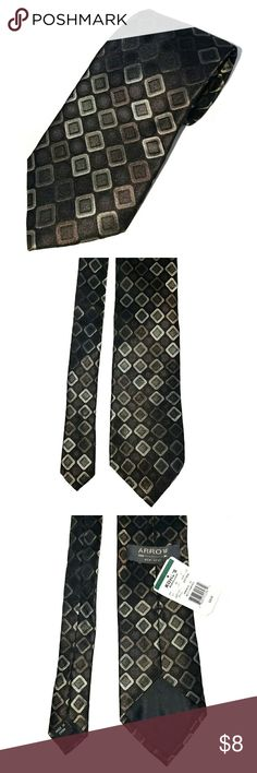 """Diamond Pattern Shimmery Silk Tie This classic Arrow tie in Brown Multi Diamondwith tags still attached is the perfect addition to your wardrobe. It measures 58"""" long and 3.5"""" wide. Arrow Accessories Ties"""