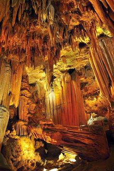 Luray Caverns,Virginia Travel, world, places, pictures, photos, natures, vacations, adventure, sea, city, town, country, animals, beaty, mountin, beach, amazing, exotic places, best images, unique photos, escapes, see the world, inspiring, must seeplaces.