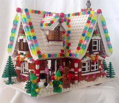 Construction Toys of the Year Lego Christmas Village, Lego Winter Village, Lego Village, Lego Gingerbread House, Lego Hacks, Story Starter, Van Lego, Lego Activities, Lego Craft
