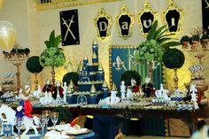 Para os meninos tem Festa Rei Davi!!Uma decoração maravilhosa e rica nos detalhes.Imagens do blog Douce Enfant.Lindas ideias e muita inspiração.Bjs, Fabíola Teles.Mais ideias lindas Douce Enfa...
