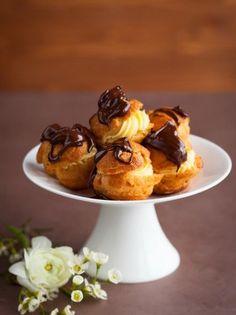 Προφιτερόλ - www.olivemagazine.gr Profiteroles, Eclairs, Paris Brest, Party Desserts, Chocolate Cake, Tea Time, Creme, Food Processor Recipes, Panna Cotta