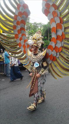 Arak-arakan Pekan Batik Nusantara 2016 Casual Hijab Outfit, Fantasy Dress, Fairy Tales, Captain Hat, Costumes, Halloween, Beautiful, Fashion, Mardi Gras