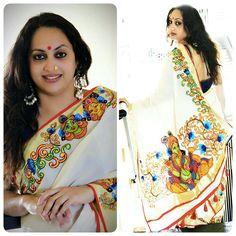Mural paint Kasavu Saree, Kalamkari Saree, Rekha Saree, Dress Painting, Fabric Painting, Fabric Art, Saree Painting Designs, Fabric Paint Designs, Set Saree