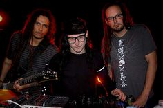 KoRn and Skrillex. The only dubstep i like. And korn makes it so much better!