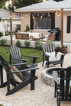 21 Beautiful Backyard Patio Design Ideas & Pictures Find inspirations to plan and beautify your backyard design. These diy outdoor patio ideas will help you to make your backyard pretty and comfort. Design Patio, Backyard Patio Designs, Back Yard Patio Ideas, Small Backyard Design, Backyard Projects, Patio Ideas With Gravel, Garden Projects, Backyard Landscape Design, Back Garden Ideas
