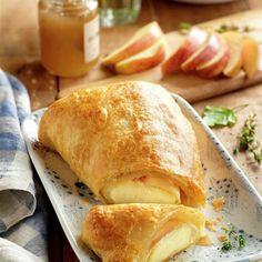 Hojaldre de brie con manzana Pan Dulce, Canapes, Empanadas, Brie, Finger Foods, Apple Pie, Quiche, Appetizers, Snacks