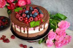 Tort Deliciu cu zmeura - Mihaela Toader Bolo Original, Dessert Cake Recipes, Desserts, Food Cakes, Mousse, Bacon, Cheesecake, Ice Cream, Sweets