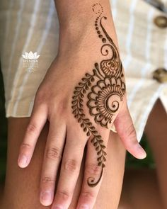 Dulhan Mehndi Designs, Arte Mehndi, Henna Tattoo Designs Simple, Finger Henna Designs, Simple Arabic Mehndi Designs, Mehndi Designs Book, Back Hand Mehndi Designs, Mehndi Designs For Beginners, Modern Mehndi Designs