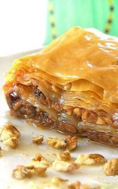 Recipe for Greek Baklava - A Greek favorite that makes everyone think you are a master chef and is sooo easy to make! The phyllo dough for this recipe is found in the freezer section of most grocery stores. Köstliche Desserts, Delicious Desserts, Yummy Food, Smores Dessert, Phyllo Dough Recipes, Greek Dishes, Le Diner, Greek Recipes, Greek Dessert Recipes