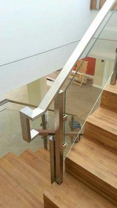 Resultado de imagen para barandas en acero inoxidable cuadrado y redondo y vidrio