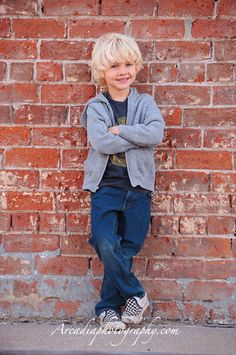 Google Image Result for http://www.arcadiaphotography.com/wp-content/uploads/2012/05/03-contemporary-portrait-photographers-leaning-brick-wall.jpg