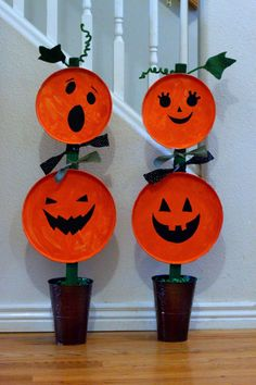 20 Creative Halloween Crafts for Kids of All Ages. With costumes to plan and parties to decorate for, Halloween is a great time for kids to let their imaginations run wild! Festive Crafts, Easy Fall Crafts, Toddler Halloween, Fall Crafts For Kids, Halloween Crafts For Kids, Halloween Pumpkins, Kids Crafts, Halloween 20, Halloween Design