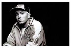 #Eminem compie 40 anni: vota qual è il suo album migliore