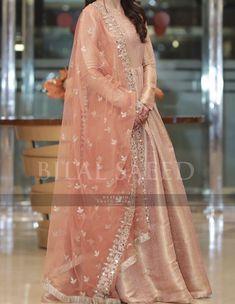 Pakistani Fancy Dresses, Beautiful Pakistani Dresses, Pakistani Fashion Party Wear, Pakistani Dresses Online, Pakistani Dress Design, Indian Dresses, Indian Outfits, Beautiful Dresses, Stylish Dresses For Girls
