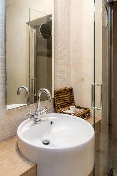 Dai un'occhiata a questo fantastico annuncio su Airbnb:  camera in San Frediano Firenze   - case in affitto a Firenze