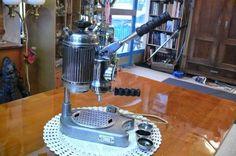 Sammlerstück Antike Espressomaschine von Faema S.A Milano 1952 Coffee Maker, Spa, Kitchen Appliances, Coffee Making Machine, Antiquities, Household, Coffee Maker Machine, Diy Kitchen Appliances, Coffee Percolator