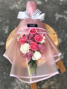 Boquette Flowers, How To Wrap Flowers, Beautiful Rose Flowers, Luxury Flowers, Beautiful Flower Arrangements, Floral Arrangements, Graduation Flowers Bouquet, Flower Bouquet Diy, Gift Bouquet
