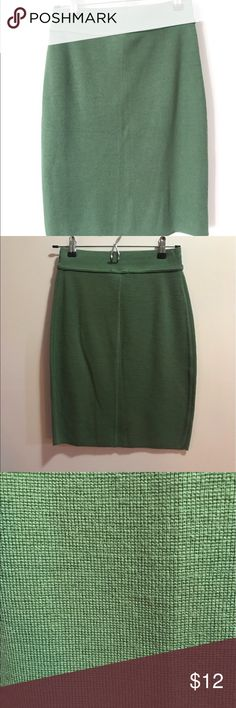 Stretch pencil skirt Cute and comfy stretch pencil skirt. Perfect for spring and summer. Like new! The Limited Skirts Pencil