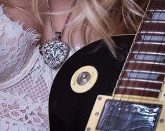 STAR WARS -Solid Brass Guitar Pick Acoustic Bass MANDALORIAN SKULL Electric