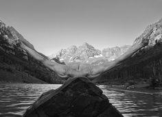 Arno Rafael Minkkinen, Flotter dans l'air - L'Œil de la photographie