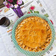 E a nossa querida Torta de Camarão para meu cunhado Renato Khair. #tortadecamarão 🌱🐟🐄🍫🍰 @donamanteiga #donamanteiga #danusapenna #amanteigadas #gastronomia #food #bolos #torta www.donamanteiga.com.br