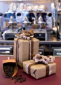 Caffè - Coffee #shopping #bows #ribbons #bows #shop #coffee #decoration #gift #present #design