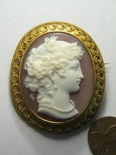ANTIQUE 18K GOLD CARVED SHELL CAMEO PIN BROOCH c1880 HERA