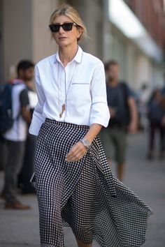 Get Your Street Style Fix Straight From New York Fashion Week Day 7 Sarah Rutson Street Style Chic, Style Désinvolte Chic, New York Fashion Week Street Style, Looks Street Style, Spring Street Style, Spring Fashion 2017, Autumn Fashion, Mode Pro, Printemps Street Style