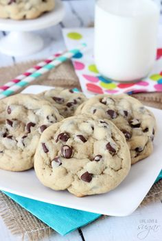 Bakery Style Chocolate Chip Cookie - thick, chewy and so good! These Chewy Chocolate Chip Cookies are thick and full of chocolate chips! They're super simple to prepare and they are such a crowd pleasing cookie recipe! Best Chocolate Chip Cookies Recipe, Chip Cookie Recipe, Oatmeal Chocolate Chip Cookies, Chocolate Recipes, Cookie Recipes, Chocolate Chips, White Chocolate, Köstliche Desserts, Delicious Desserts