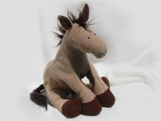 Horsey can be made up in all sorts of colour variations so you can make everyone's horsey with their own special look! Horsey is still only little and he has an 'imaginary friend' unicorn called Unix who he takes with him wherever he go. Horse Pattern, Unicorn Pattern, Teddy Bear Patterns Free, Plush Horse, Soft Toys Making, Unicorn Horse, Horse Crafts, Sewing Toys, Stuffed Toys Patterns