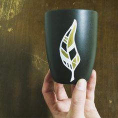 Black feather mug