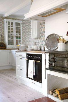 Bistro Kitchen, Scandinavian Home, Nordic Style, Home Kitchens, Sweet Home, Kitchen Cabinets, Cottage, Interior, Room