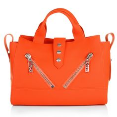 We are in love with Kenzo! Wunderful design meet awsome color, wear now: the Calfskin Handbag in Deep Orange. Fashionette.de