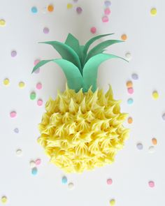 Super cute summer party idea!! Cupcake that looks like a pineapple.. adorable for potlucks or birthday parties even!