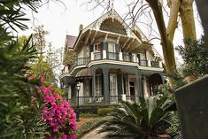 This exquisite Victorian Home in the Garden District of New Orleans is owned by actress Sandra Bullock New Orleans Homes, New Orleans Louisiana, New Orleans Mansion, Sandra Bullock, New Orleans Garden District, New Orleans Architecture, Victorian Style Homes, New Orleans Travel, Celebrity Houses