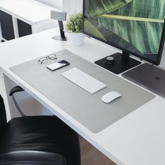 Made from vegan leather and very affordable, this is the perfect leather desk mat for those who want to go for a minimalist look. Computer Desk Setup, Gaming Room Setup, Home Office Setup, Home Office Design, Office Ideas, Office Designs, Office Decor, Macbook Pro Setup, Handmade Desks