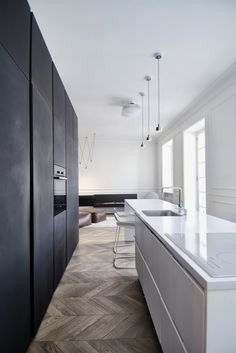 here are our favorite Minimalist Apartment Design. Find ideas and inspiration for Minimalist Apartment Design to add to your own home. Kitchen With Long Island, Long Kitchen, Kitchen Island, Kitchen Wood, Kitchen Cupboards, Minimalist Apartment, Minimalist Home Decor, Home Decor Kitchen, Kitchen Interior