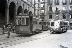 Trams by San Nicolás Church, Bilbao. Probably during the 50s.