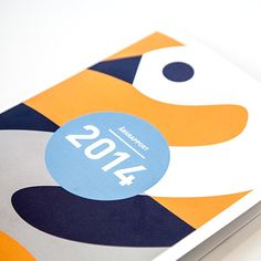 Årsrapport som viser mange sider (også bokstavelig talt) Annual Reports, Kids Rugs, Hero, Kid Friendly Rugs, Nursery Rugs