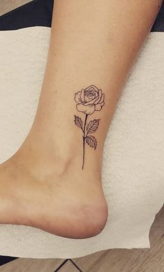 70 Feminine Ankle Tattoos That Will Impress You! Mini Tattoos, Red Tattoos, Body Art Tattoos, Small Tattoos, Quote Tattoos, Tattos, Piercing Tattoo, 10 Tattoo, Piercings
