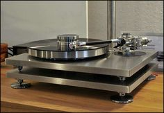 Montegiro Mondo turntable with a Triplaner tonearm and Lyra cartridge