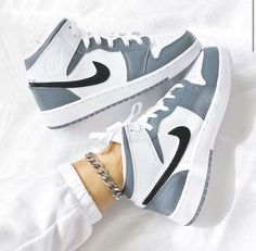 Dr Shoes, Cute Nike Shoes, Nike Air Shoes, Hype Shoes, Shoes Sneakers, Nike Shoes Outfits, Colorful Nike Shoes, Air Jordan Sneakers, Jordan Shoes Girls