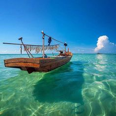 Isla de Bintan, Islas Riau, Indonesia #bintan #isla #Indonesia http://www.pandabuzz.com/es/imagen-ensueno-del-dia/isla-bintan-indonesia-barco-riau